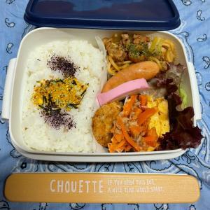 (๑╹ω╹๑ ) にーさん今日のお弁当☆焼きそばとミラノ風チキンカツ☆