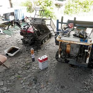 古い運搬車の整備