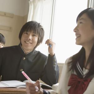 腰痛と股関節痛の女子中学生