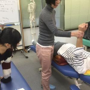 骨盤矯正で姿勢も良くなって、パフォーマンスが上がります。