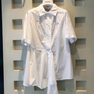アシメトリー白シャツ♪