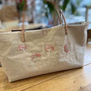 妄想植物刺繍の手縫いの布バック「ピュアルカ」つくっています。
