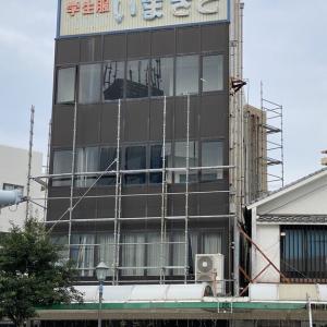 大牟田市築町の学生服屋さんは、現在解体中。