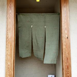 若草色の暖簾