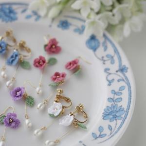 ふんわり小花と淡水パールのピアス&イヤリング