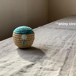 ラフィアの球体