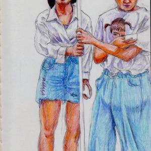 白いシャツの母娘(上海の地下鉄でスケッチ)