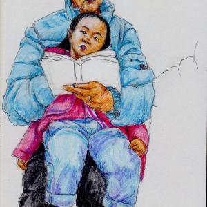 赤いコートの女の子と水色のコートのお祖父さん(関西の電車でスケッチ)