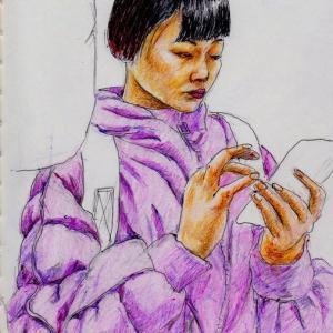 ピンクのコートのお姉さん(上海の地下鉄でスケッチ)
