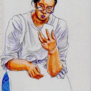 白いTシャツにデニムのパンツのお姉さん(上海の地下鉄でスケッチ)