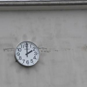 真玉中学校の大時計新たに設置