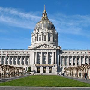 City Hall の本当の訳語はどっち?「市民会館」か「市役所」か