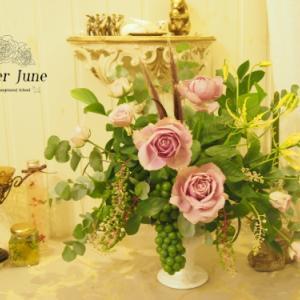 実物のブドウが可愛いフラワーアレンジメント♪【フラワーアレンジメント資格神戸市】