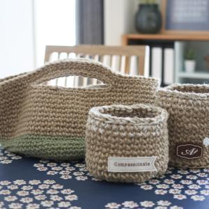 手作り麻バッグと小物入れ。