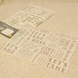 キッチン便利グッズ!3COINSの汚れ防止まな板シート。