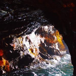 洞窟の写真はいかがでしょ?  (^ ^)