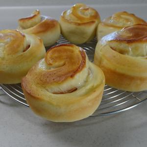 ハムとチーズのロールパン