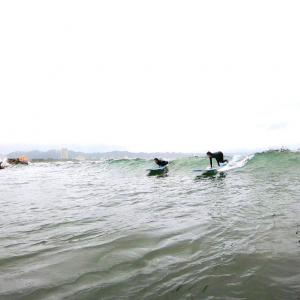 波の斜面を見る見る見る!で、波をかけぬけてアップスンの練習をしよーう♫