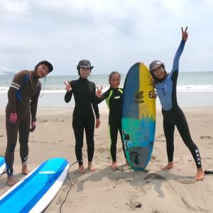 一緒に練習したら波乗り友達♫年の差関係なく楽しめるサーフィンなんです!!
