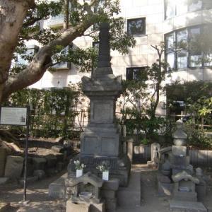 鶴岡八幡宮大鳥居の脇の六郎さま~畠山重保墓~