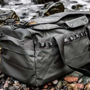 キャンプに超便利! 野外用最強スペックのタクティカルダッフルバッグ