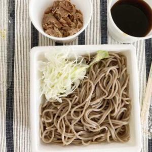 なぜ蕎麦にラー油を入れるのか。     @渋谷
