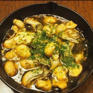 牡蠣のアヒージョとブルスケッタでワイン