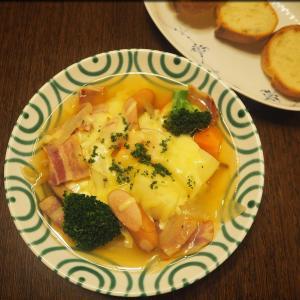 夕食はチーズポトフ。朝食はカレーポトフ。