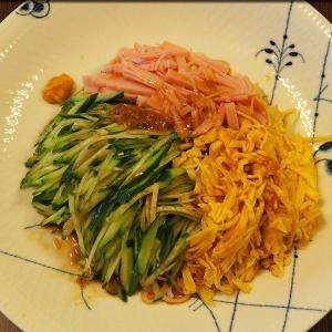 お昼は明星 中華三昧 赤坂璃宮 涼麺。夜はハイボール