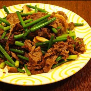 牛肉とニンニクの芽の甘辛炒めとタラのカレームニエル
