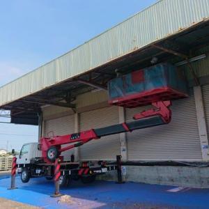 倉庫の軒の修繕工事。トタンの補修とフレームの再塗装をお願いしました。