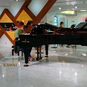 浜松駅にピアノの音が響いていました。やはり、浜松はこうじゃなきゃ♪