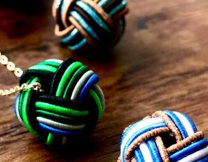 緑と青という色合わせが気になる
