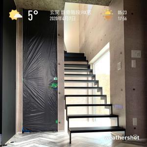 2020/4/7 玄関 鉄骨階段 FIX窓