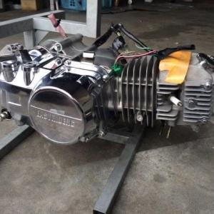 このエンジン、昔は6万円くらいで売ってたんだよ。