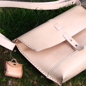 自分のバッグを持って屋外で撮影してみた