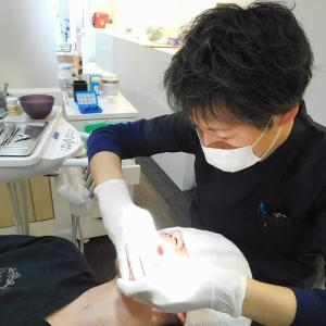 原先生の歯をヤスる。
