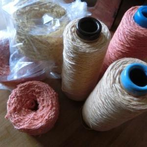 手染め糸を巻き巻き~まずは教室で販売です