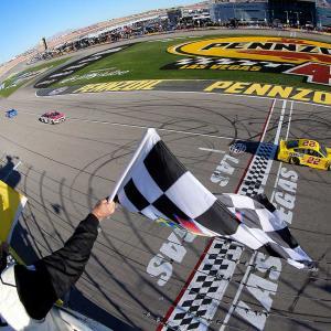 【NASCAR】第2戦ラスベガス:最終周直前に多重クラッシュ発生もフォードのロガーノ通算24勝目