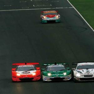 【SUPER GT】「レースの神様の演出」で起きた2007年第5戦SUGOのスリーワイドバトル