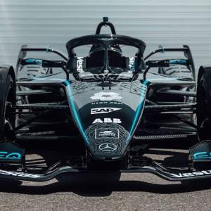 "【FE】メルセデス、F1に続きフォーミュラEにも反人種差別の""ブラック・アロー""を投入"