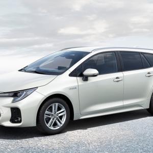 スズキの新型ワゴン『スウェイス』トヨタのOEM…欧州発表