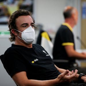 フェルナンド・アロンソ、ルノーF1代表の既読スルーに愚痴