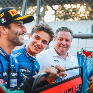 マクラーレンCEO ザク・ブラウンがふたりの現役F1ドライバーとバトル