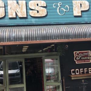おしゃれな看板屋さんのコーヒーショップ