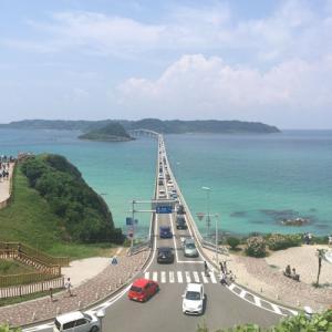 SLやまぐち号と角島大橋
