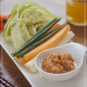 野菜がすすむ鶏ひき肉の辛みそ