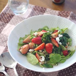 菜の花といちごのバルサミサラダ