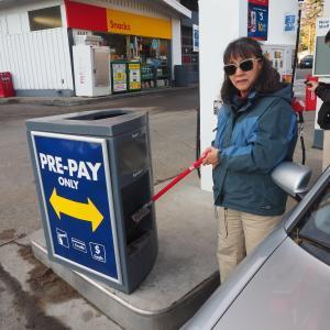 カルガリー雑多、、ガソリンスタンドのこと、、、