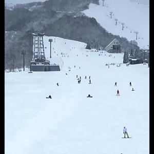 雪山とゲレンデランチ